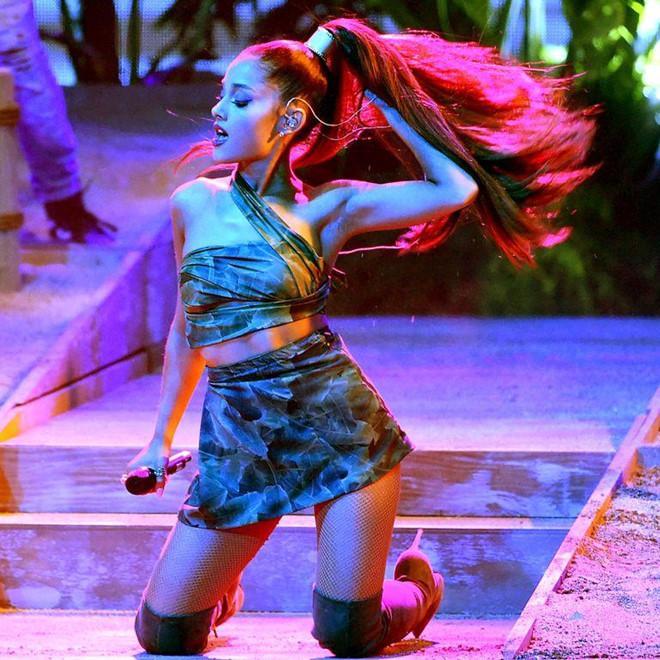 Ariana Grande khiến fan bất ngờ khi lộ ảnh tóc thật của mình-1