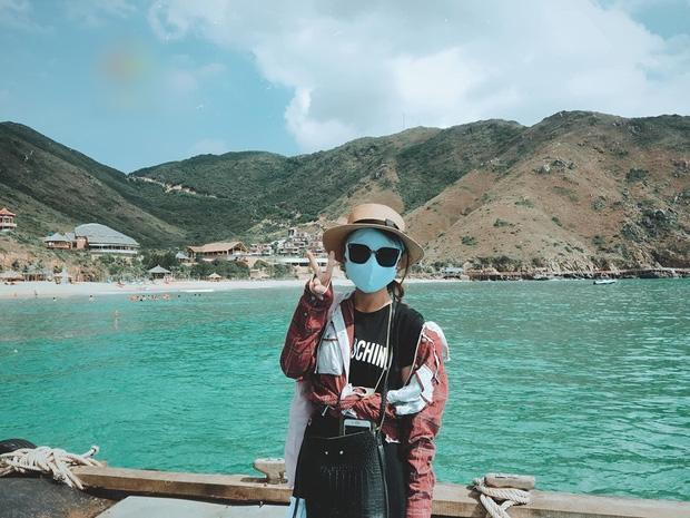 Bí kíp du lịch hè mà sợ cháy nắng: Cứ tự tin bịt khẩu trang kín mít như ninja mà check-in không trượt ảnh nào!-1