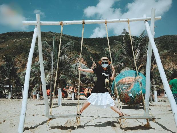 Bí kíp du lịch hè mà sợ cháy nắng: Cứ tự tin bịt khẩu trang kín mít như ninja mà check-in không trượt ảnh nào!-5