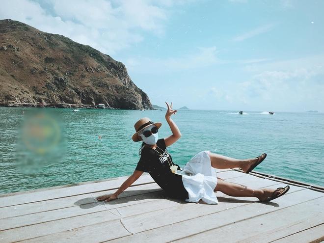 Bí kíp du lịch hè mà sợ cháy nắng: Cứ tự tin bịt khẩu trang kín mít như ninja mà check-in không trượt ảnh nào!-6