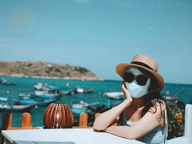 Bí kíp du lịch hè mà sợ cháy nắng: Cứ tự tin bịt khẩu trang kín mít như ninja mà check-in không trượt ảnh nào!-11