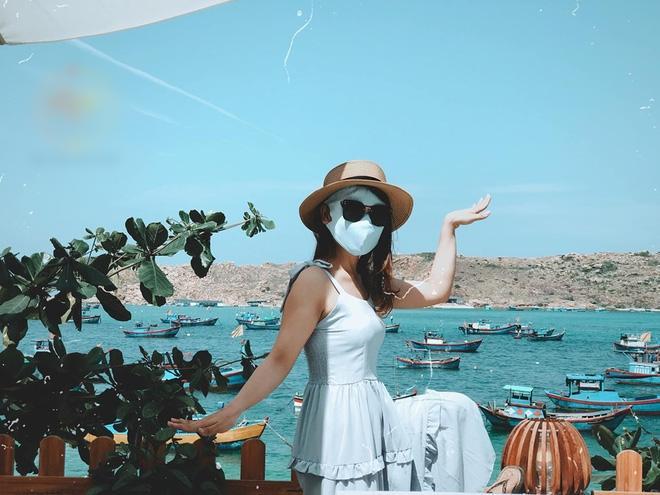 Bí kíp du lịch hè mà sợ cháy nắng: Cứ tự tin bịt khẩu trang kín mít như ninja mà check-in không trượt ảnh nào!-15
