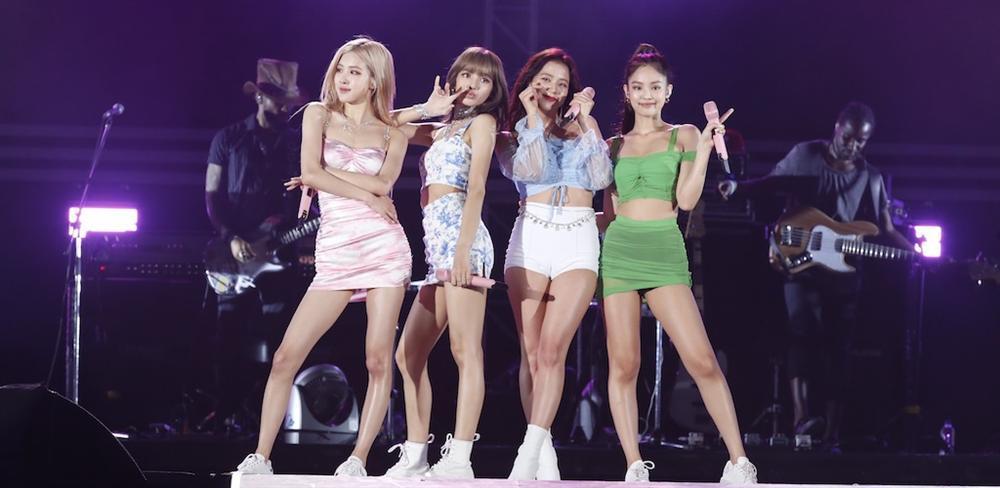 Jennie lại mặc lấn át các thành viên còn lại của BlackPink nhưng lộ hàng liên tục vì lỗi của stylist?-1