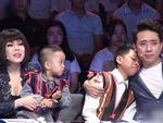 Trấn Thành - Việt Hương rơi nước mắt trước cô gái trẻ bất chấp lệ làng cứu hai đứa bé suýt bị chôn sống