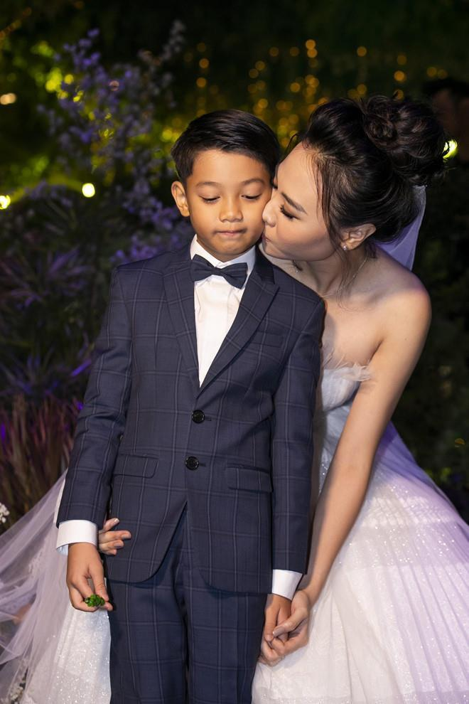 ẢNH HOT NHẤT NGÀY: Cường Đô La - Đàm Thu Trang - Subeo cùng nhau vẽ ảnh gia đình hạnh phúc-7