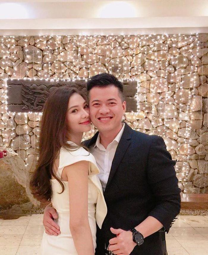 Lưu Đê Ly bất ngờ xóa hết ảnh tình cảm với chồng, Facebook còn để tình trạng là Độc thân?-1