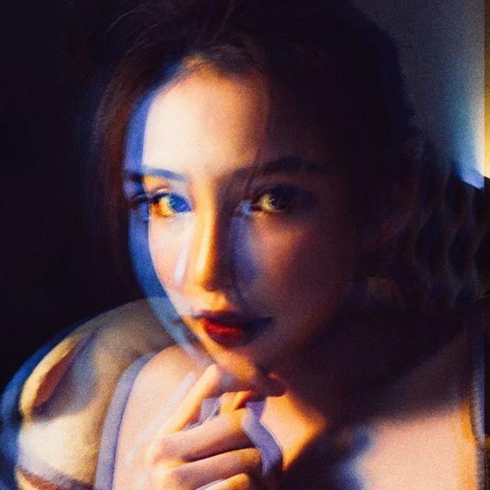 Lưu Đê Ly bất ngờ xóa hết ảnh tình cảm với chồng, Facebook còn để tình trạng là Độc thân?-9
