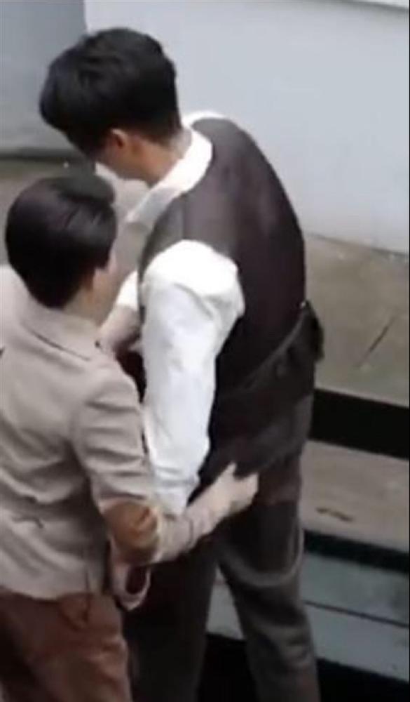 Mỹ nam Diên Hi Công Lược bị bạn gái tin đồn bóp mông trên phim trường-3