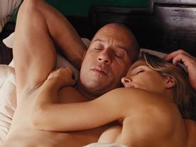 Những cảnh ân ái nóng bỏng trong loạt bom tấn 'Fast & Furious'