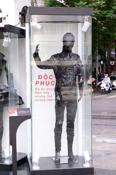 'Độc phục' - thời trang từ bụi hút du khách trên phố đi bộ-3