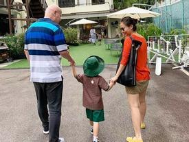 Vợ chồng Thu Minh như 'thoát nạn' sau khi đưa được con trai đến trường