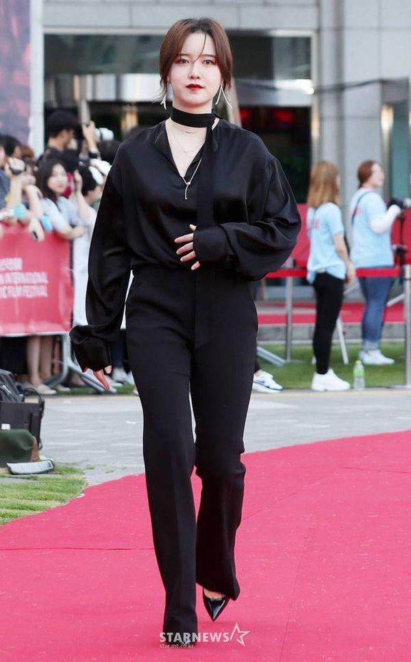 Hậu ly hôn, Song Hye Kyo đẹp lên trông thấy còn Goo Hye Sun thì ngày càng phát tướng, luộm thuộm-12