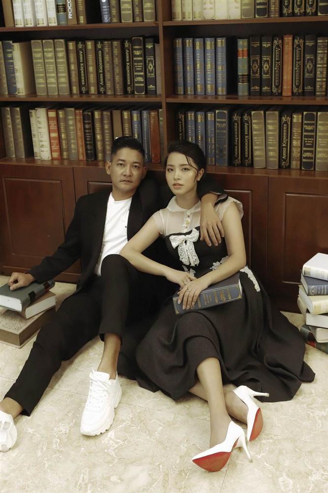 Cho vợ 100 triệu sắm đồ một tháng, chồng Hải Băng vẫn ăn diện giản dị thế này đây!-17