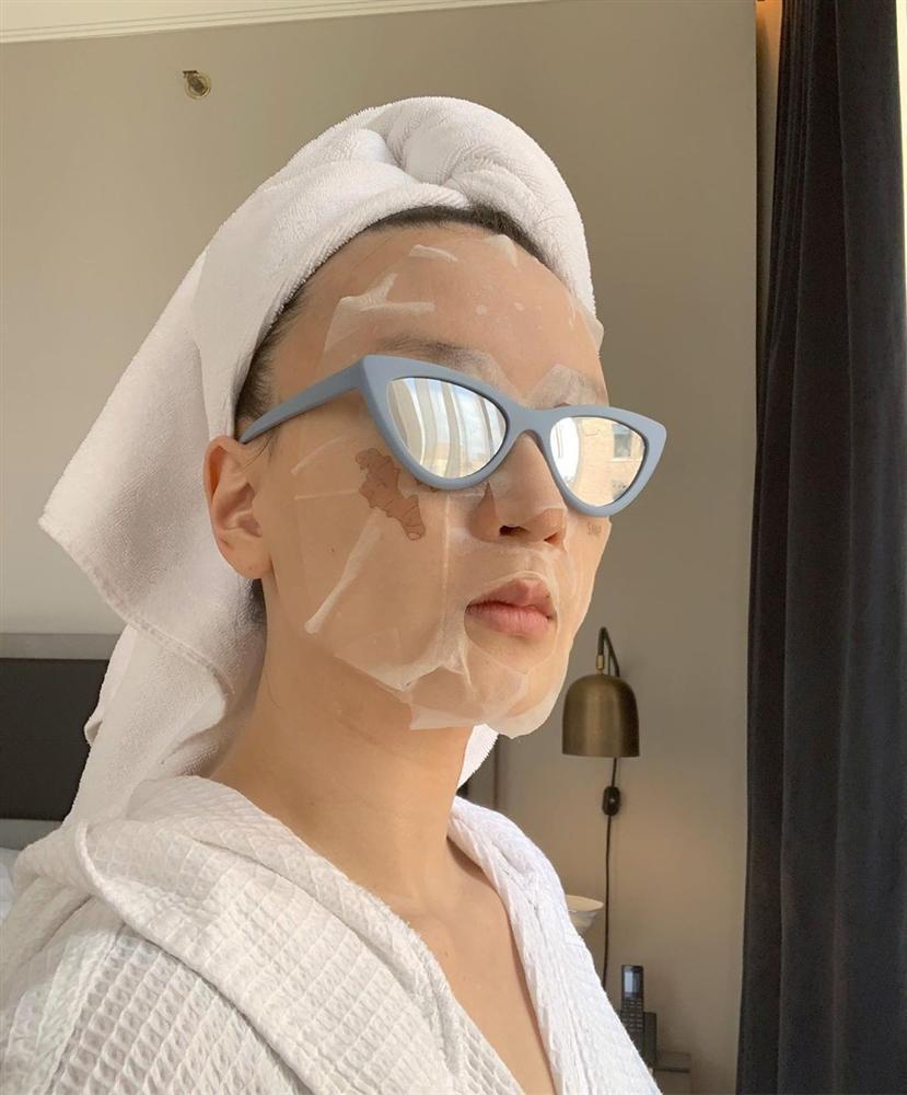 Hoa hậu Đỗ Mỹ Linh đắp mặt nạ giấy mỗi ngày, giúp cấp ẩm tốt hay chỉ khiến da quá tải?-3