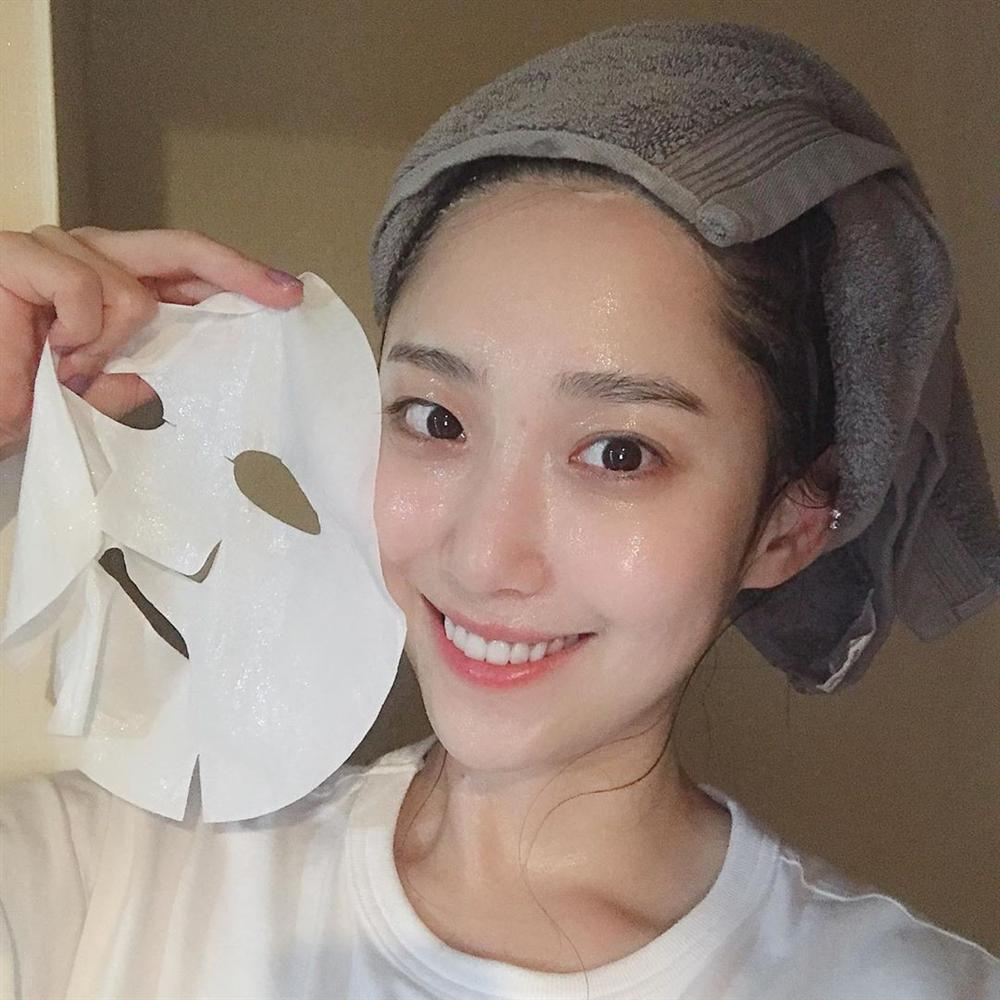 Hoa hậu Đỗ Mỹ Linh đắp mặt nạ giấy mỗi ngày, giúp cấp ẩm tốt hay chỉ khiến da quá tải?-4
