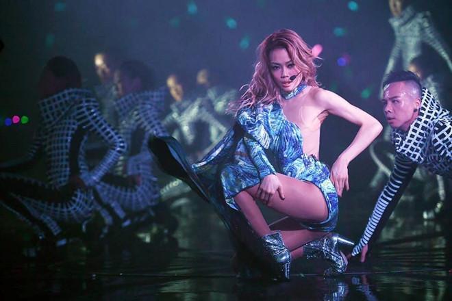 Dung Tổ Nhi chứng tỏ quyền lực, mời nửa showbiz Hong Kong dự show-1