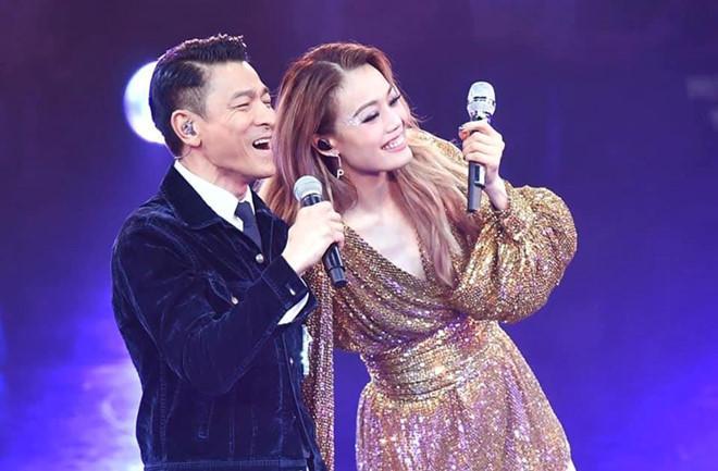 Dung Tổ Nhi chứng tỏ quyền lực, mời nửa showbiz Hong Kong dự show-3