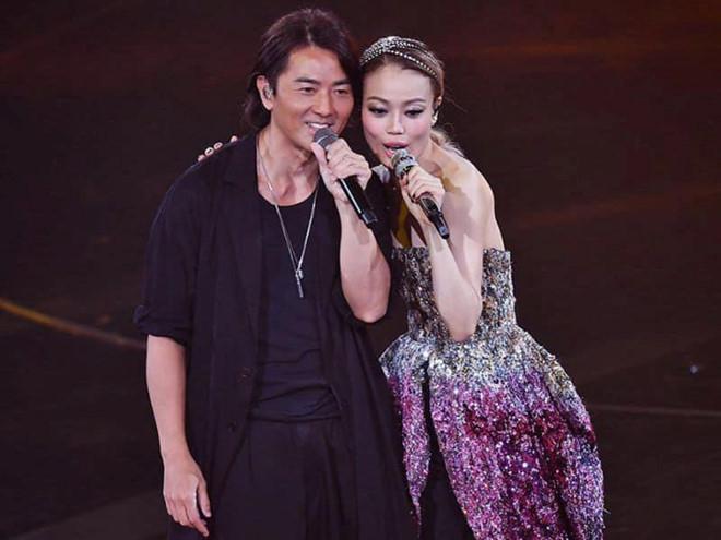 Dung Tổ Nhi chứng tỏ quyền lực, mời nửa showbiz Hong Kong dự show-5