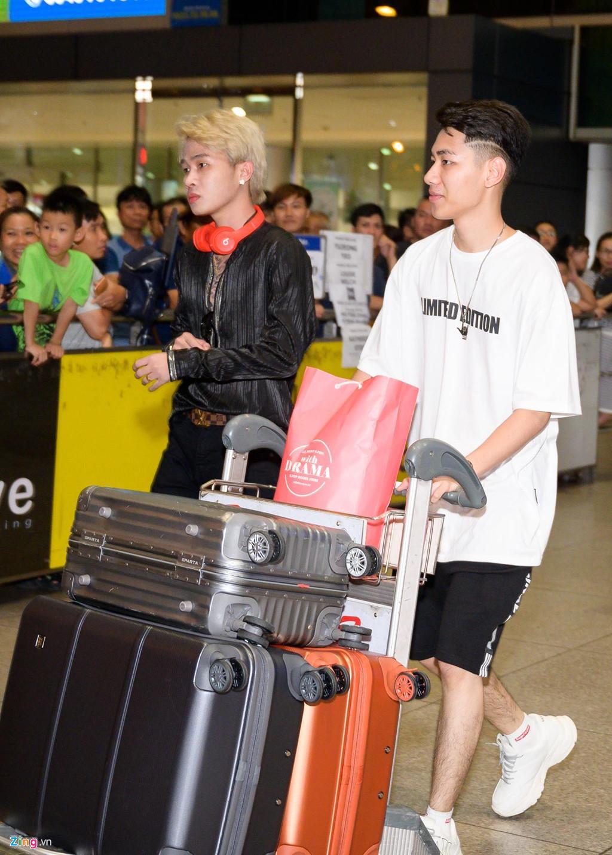 Hàng trăm người hâm mộ vây kín Jack, K-ICM ở sân bay lúc đêm muộn-5