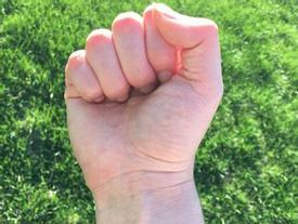 Xem cách nắm tay, 'bắt thóp' ngay tính cách người đối diện