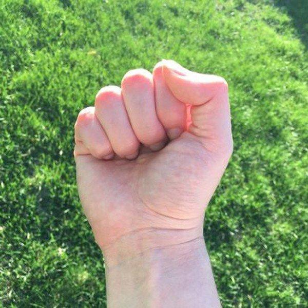 Xem cách nắm tay, bắt thóp ngay tính cách người đối diện-1