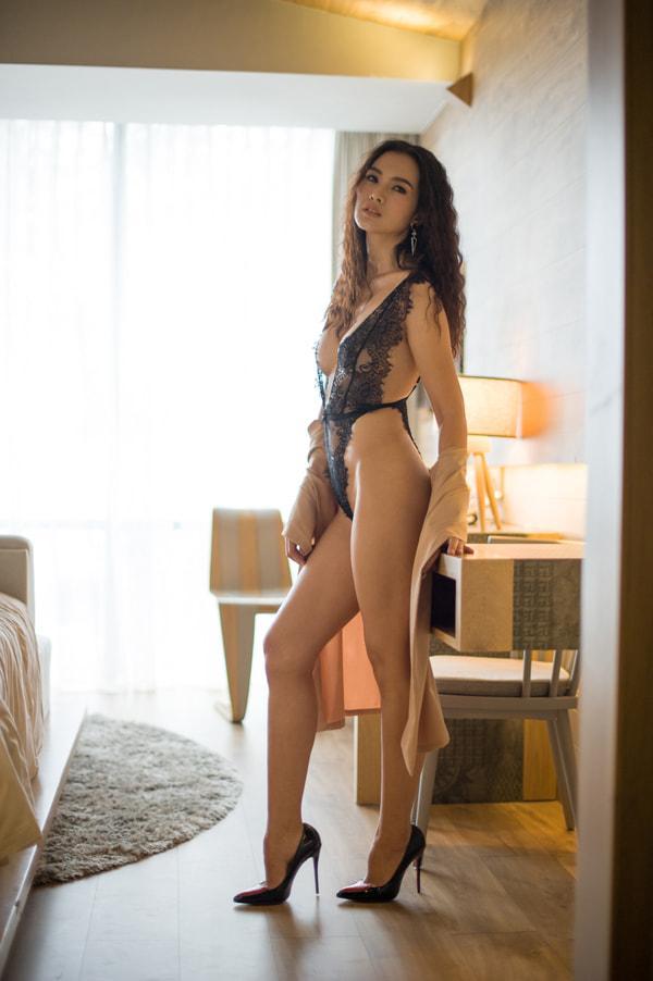 Đào mộ loạt ảnh nội y của siêu mẫu Anh Thư, fan dụi mắt vì đinh ninh là BB Trần-1