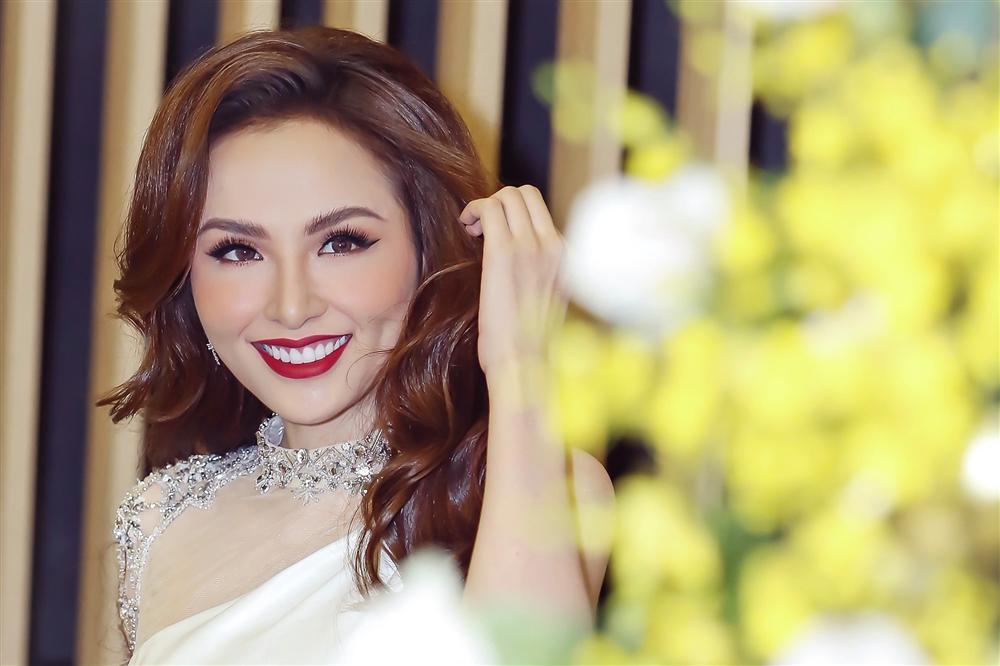 Hoa hậu Diễm Hương: Tôi mất hàng triệu đô trong 9 năm đăng quang-5