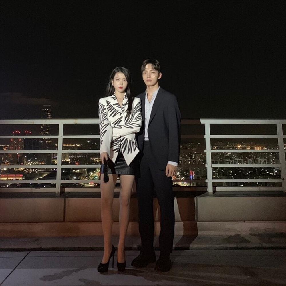 Mặc lại thiết kế Moschino, IU chặt đẹp dàn mỹ nhân châu Á từ Tóc Tiên, Lâm Tâm Như nhờ chiêu mix đồ chẳng giống ai-2