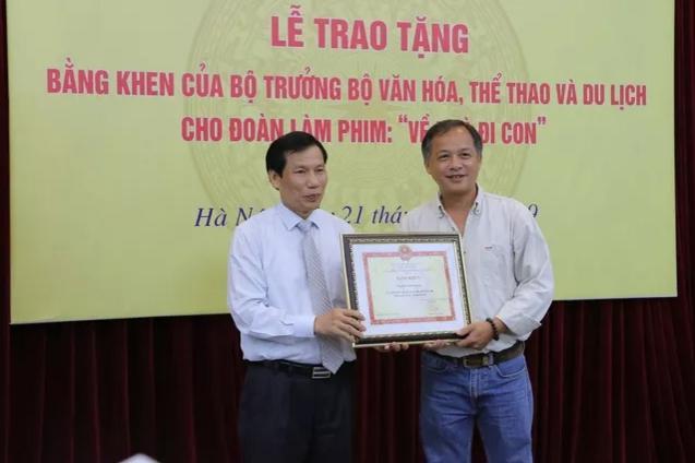Ê-kíp Về nhà đi con vinh dự được Bộ trưởng Bộ Văn hóa, Thể thao và du lịch trao bằng khen-4