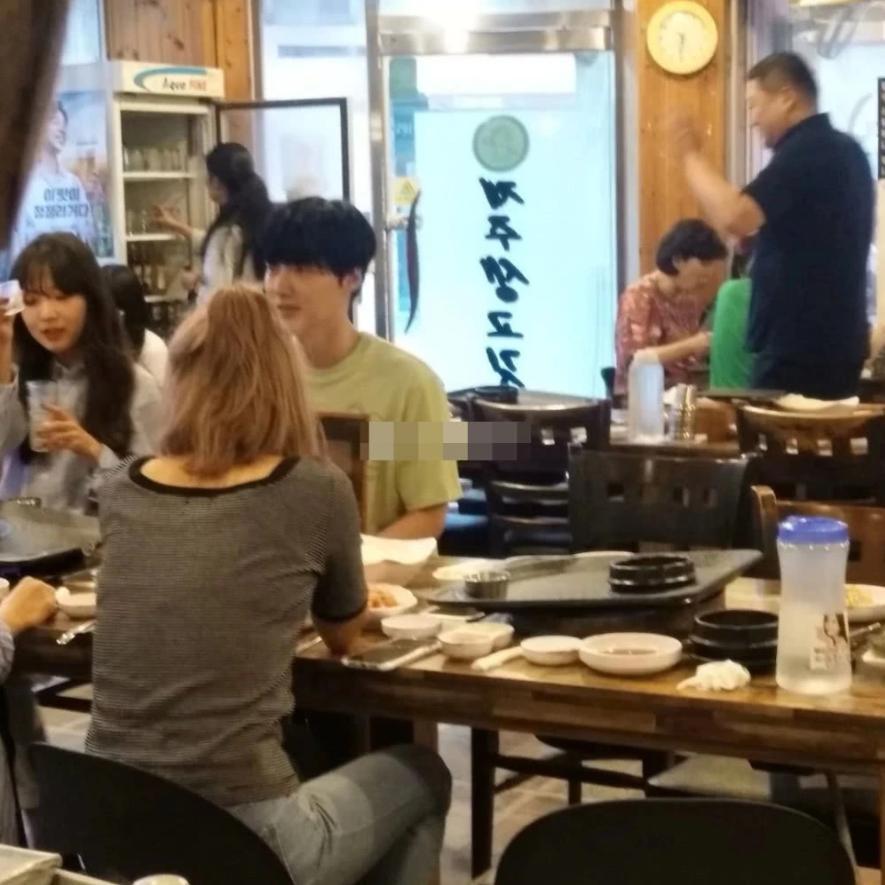 Ahn Jae Hyun lộ ảnh thân thiết bên 3 cô gái lạ sau khi bị nàng Cỏ Goo Hye Sun tố ngoại tình-2