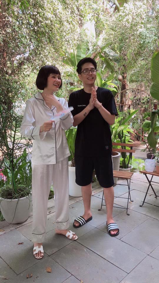 Bùi Anh Tuấn cover cực phiêu hit mới của Hồ Ngọc Hà, fan chỉ chăm chăm soi: Lại mặc quần đùi ra ngoài-2