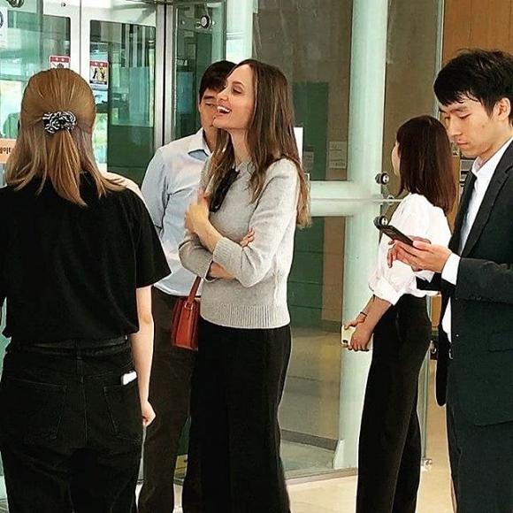 Mẹ con Angelina Jolie gây náo loạn trường Đại học hàng đầu tại Hàn Quốc-2