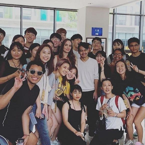 Mẹ con Angelina Jolie gây náo loạn trường Đại học hàng đầu tại Hàn Quốc-6