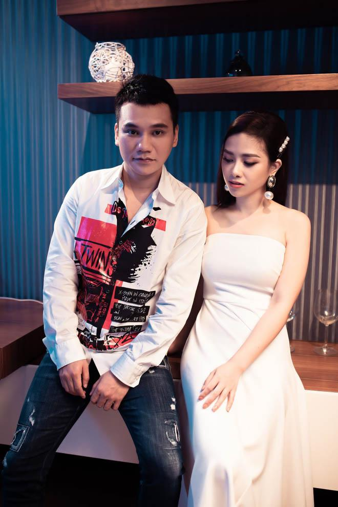Vợ Khắc Việt có ghen khi chồng công khai ôm hôn gái lạ?-1