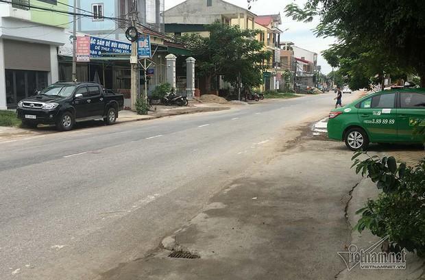 Tài xế taxi Mai Linh gây tai nạn, chở bé gái 11 tuổi xuống biển lúc tối muộn-1