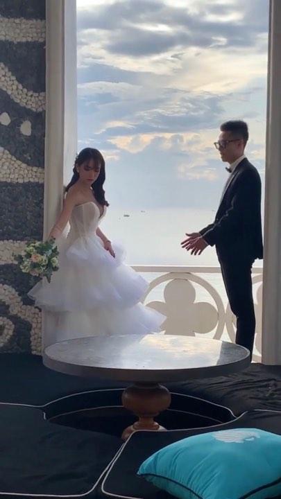 Không cá tính như khi chụp với siêu xe, con gái Minh Nhựa sexy hết nấc với váy cưới khoe vòng 1 cực khủng-4