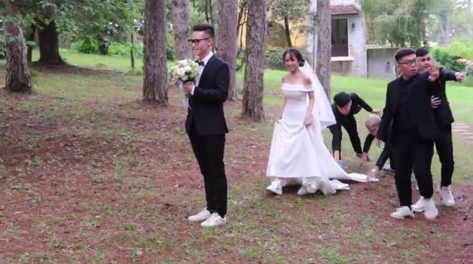 Không cá tính như khi chụp với siêu xe, con gái Minh Nhựa sexy hết nấc với váy cưới khoe vòng 1 cực khủng-8