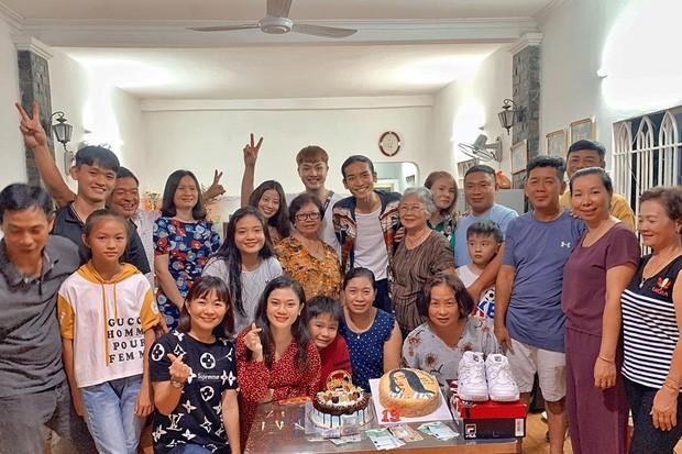 Đưa người yêu về quê tổ chức sinh nhật, fans bất ngờ chỉ ra điểm đặc biệt giữa BB Trần và người tình Quang Lâm-2
