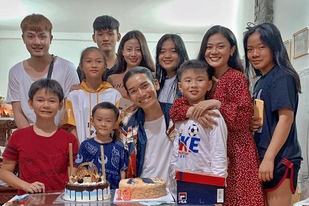 Đưa người yêu về quê tổ chức sinh nhật, fans bất ngờ chỉ ra điểm đặc biệt giữa BB Trần và người tình Quang Lâm-3
