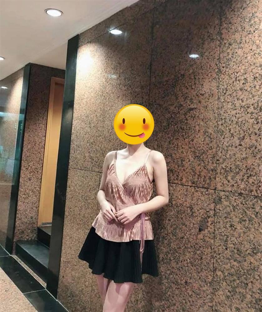 Bị quyến rũ bởi chiếc áo vô cùng sexy đặt qua mạng, cô gái e ngại phải dùng làm rèm cửa vì lý do có 1 - 0 - 2-2