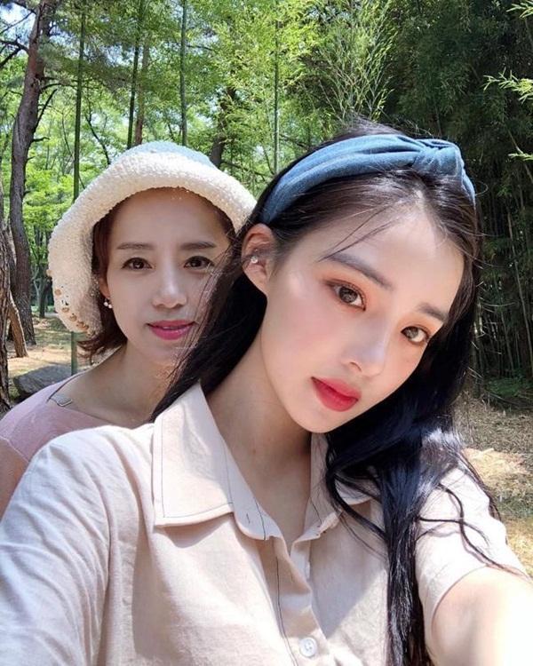 Những cặp mẹ con cứ ngỡ chị em, khiến cộng đồng mạng châu Á không tin vào mắt mình-8