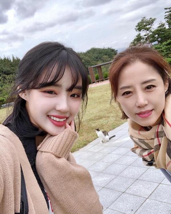 Những cặp mẹ con cứ ngỡ chị em, khiến cộng đồng mạng châu Á không tin vào mắt mình-9