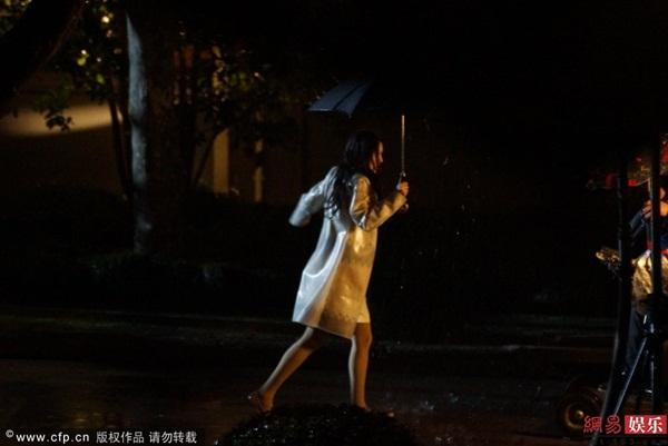 Mỹ nhân Hoa ngữ vác bụng bầu lên phim trường: Người bị sảy thai, kẻ hứng chịu chỉ trích-4