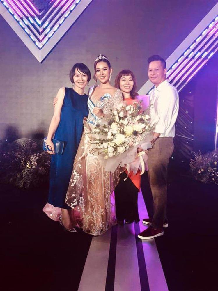 Á hậu Tường San khoe ảnh gia đình, nhưng bất ngờ nhất là gout thời trang sành điệu của cả nhà-5