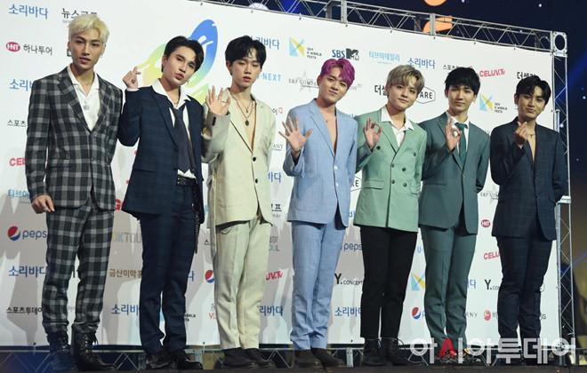 Nhóm nhạc tai tiếng Zero 9 lên thảm xanh lễ trao giải Hàn Quốc-7
