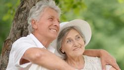 Mẹ tôi tìm được hạnh phúc với cụ ông 88 tuổi sau hơn 25 năm ly hôn