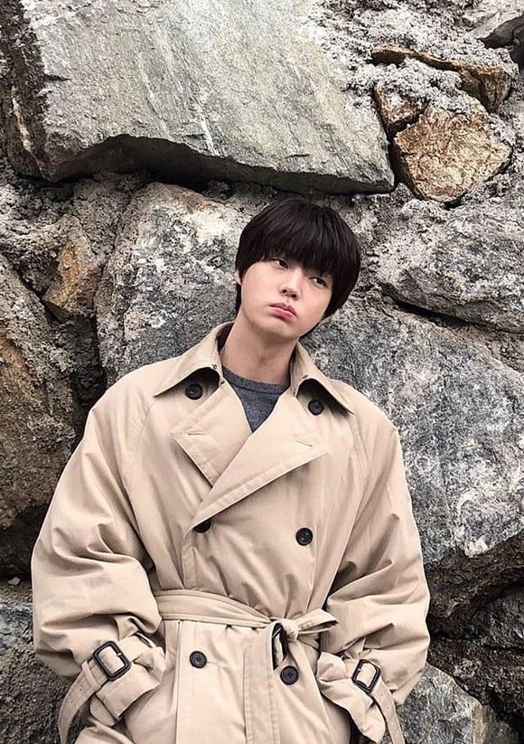 Chê vợ không quyến rũ nhưng Ahn Jae Hyun lại sở hữu gu thời trang nhạt nhòa khiến người hâm mộ ngán ngẩm-3