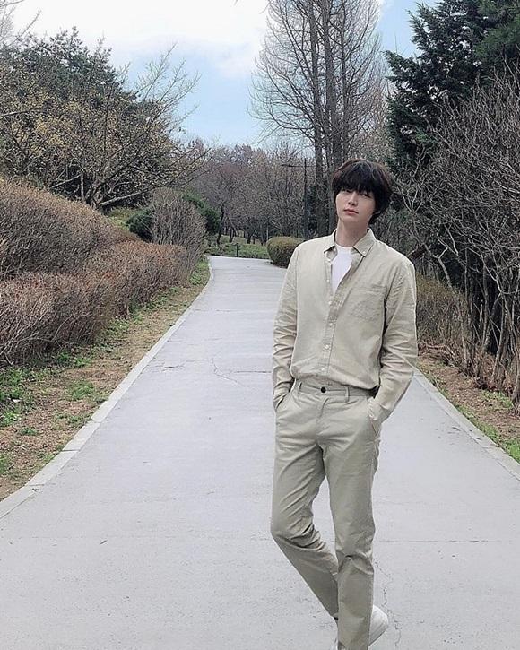 Chê vợ không quyến rũ nhưng Ahn Jae Hyun lại sở hữu gu thời trang nhạt nhòa khiến người hâm mộ ngán ngẩm-4