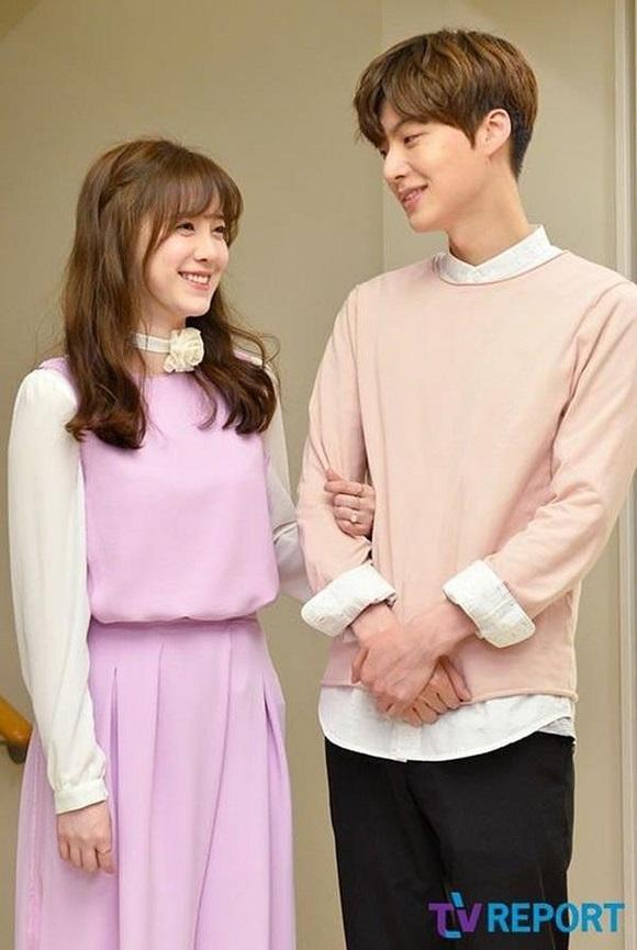 Chê vợ không quyến rũ nhưng Ahn Jae Hyun lại sở hữu gu thời trang nhạt nhòa khiến người hâm mộ ngán ngẩm-6