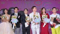 Tưởng Hồng Đào vắng mặt, ngờ đâu vẫn 'xuất hiện' bên cạnh Quang Minh trong họp báo phim